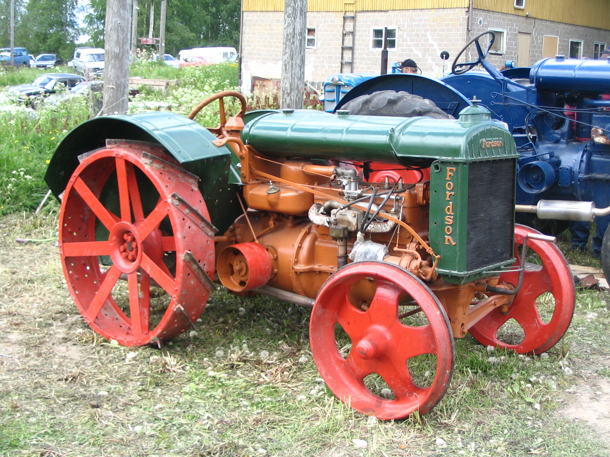 Old Farm Tractors : Daily crow farming the way it used to be done west of i